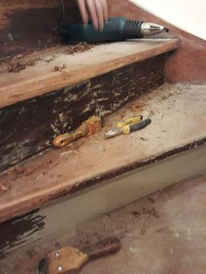 pelado de escalera de madera