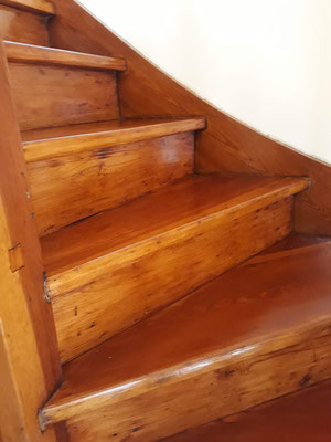 escalon de madera plastificado