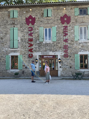 Caveau Le Grand Jardin in Vallon Pont d'Arc