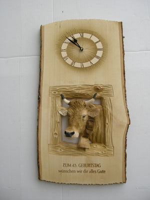 Kuh mit Uhr