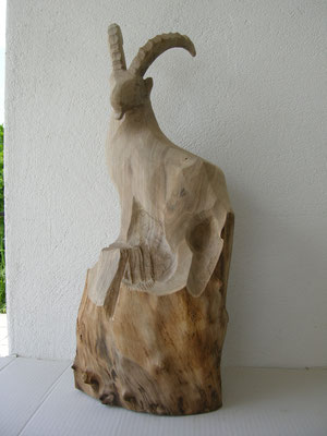 Stilisierte Steinbock Skulptur