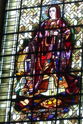 Vitrail MDL dans l'arrière chœur de la Basilique ND d'Alençon ( Barillet)