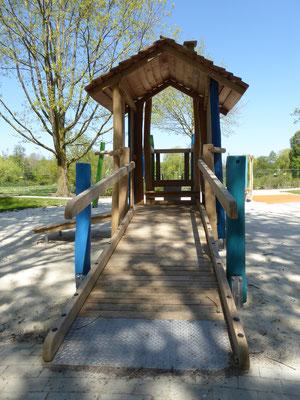 barrierefreier Zugang ins Spielhaus