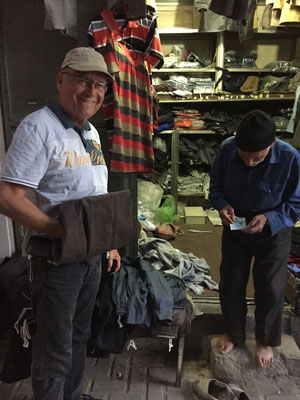 Kurdenhosenkauf beim kleinen Muck