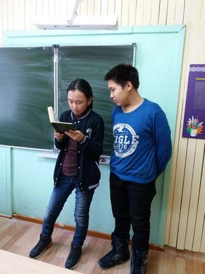 Трофимова Виолетта и Кириллин Стас, ученики 7 класса.