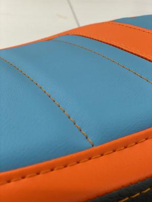 Schöne Farbkombination in Hellblau und Orange.