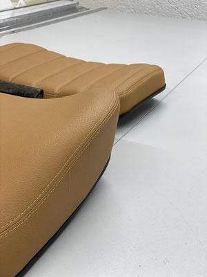 Fahrzeugsattlerei - Als Bezugsmaterial kommt strapazierfähiges Autokunstleder zum Einsatz.