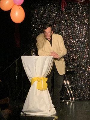 """Kabarettist Wolfgang Ronzal mit seinem Programm """"Blasentee mit Aperol"""""""