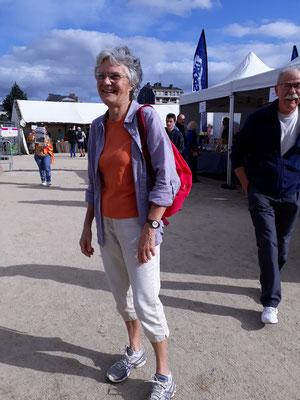 Marie Thérèse, ce sera son dixième 10 km des Ecluses. Elle a commencé la course à la retraite. On ne dira pas son âge !
