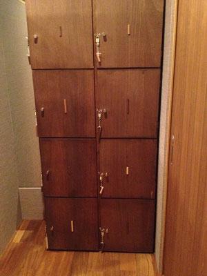 扉につけた棒のデザインと鍵につけた棒のデザインが同じになっていて区別がつきます