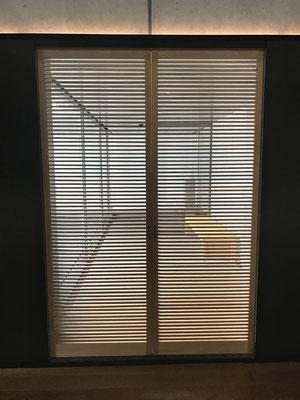 鈴木大拙記念館の横格子、モダンな雰囲気。^^