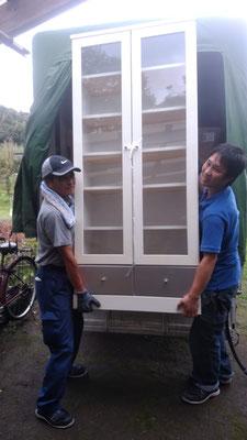 棚を運ぶ不用品回収エイト