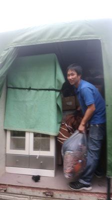 荷物を下ろす不用品回収エイト