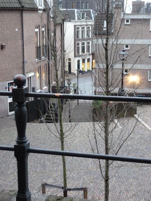 De Zuiderkerktrappen komen uit op de Ganzenheuvel.