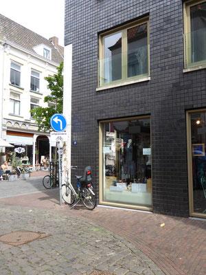 Om de hoek de Stottergevel in de Lange Hezelstraat.