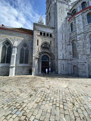 Tournai - Porte du Capitole en Oude-Aardewerkmarkt
