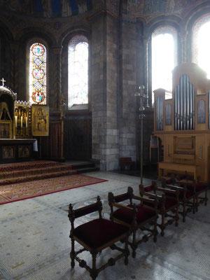 Priesterkoor Rolduc - de zetels voor het mozaïek.