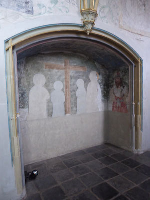 De brede nis in de muur tegenover de buitenmuur van de Heilig-Grafkapel.