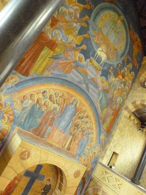 NEBO Gerardus-Majellakerk - westwand van het hoofdaltaar. Foto: Thea-Warrior, 14 september 2014.