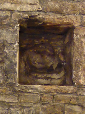 Doornik - Sint-Maartensabdij - nis met 'trollenkoninging' in de westhoek van de crypte