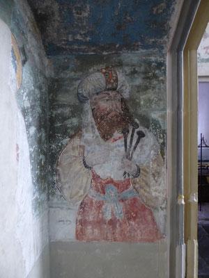 Westelijke zijwand van de grote nis - Jozef van Arimathea met de kruisnagels.