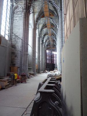 25 juli 2021 Tournai - Onze-Lieve-Vrouwekathedraal - de noordelijke kooromgang, foto genomen op de gele Madonnalijn.
