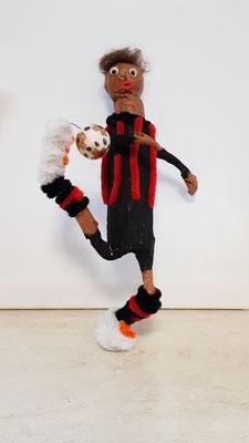 Figur aus Shampoo Flasche-soll Fußballspieler Ante Rebic darstellen