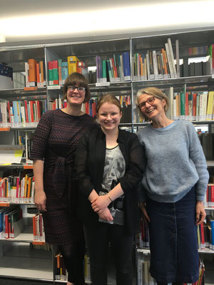 Louisa Yates (Incoming 2019), Elena Fuchs (Outgoing 2019/20) , Ursula Baumann at the HSLU Mediothek