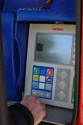 Mit diesem Monitor kann der Maschinist neben der Wasserversorgung auch den Stromgenerator, die Beleuchtung und sogar das Fahrzeug starten.