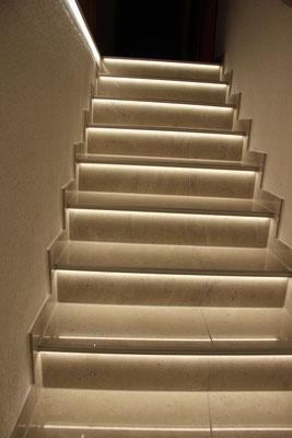 Fertige Treppe mit LED Beleuchtung
