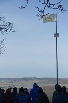 Der Hessenkopf ist für den Taunusklub ein Kultort! Für die Wanderer aus Ober-Mörlen eher Neuland.