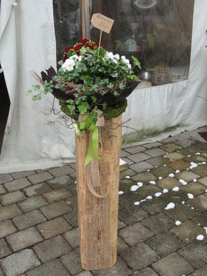im Laden mit Rissschale beschichtet. Balken 90 cm hoch, ohne Blumenkorb 1115,00