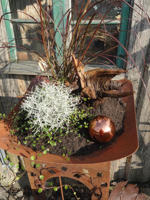 einer meiner Lieblinge, Edelrostschale minimalistisch  bepflanzt mit toller Wurzel