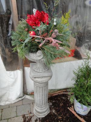 Florentine weihnachtlich geschmückt mit passendem Sockel