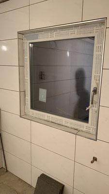 Nachher Fenster mit Fliesen mit Edelstahl abschlußkanten