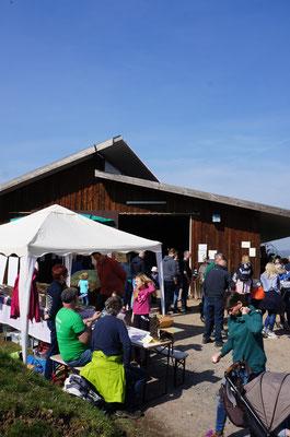 Am Schafstall gibt es einen Infostand vom Geo-Naturpark und Verpflegung für die hungrigen Wanderer.  (©odenwaldlust)