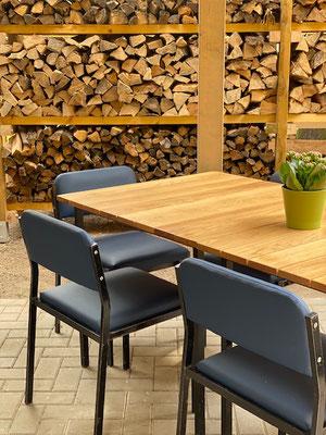 """Unsere """"neuen"""" Tische und Stühle"""