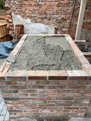 Die Betonplatte als Fundament für den Ofensatz