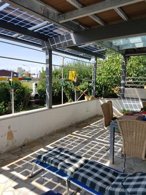 Überdachung mit Solarmodulen
