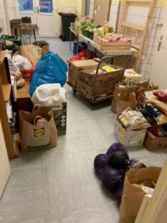 Essens-Spenden im Lagerraum  © Marija Rempen