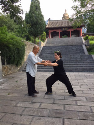 Training mit Shifu Shi De Cheng beim Song Yue Tempel in China 2019