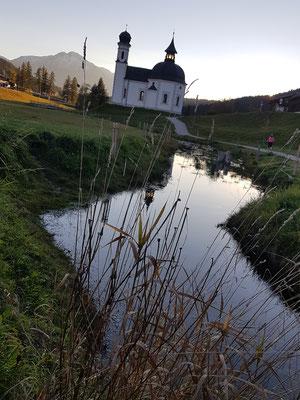 Eine Sehenswürdigkeit von Seefeld, direkt vor unserem Hotel: Das Seekirchl