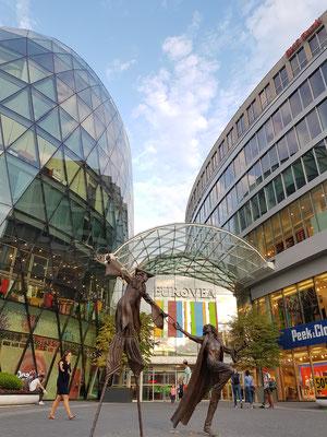 Bietet auch moderne Architektur - Eurovea heisst ein neues, grosses Einkaufszentrum von Bratislava