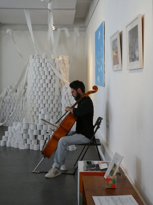 Finissage mit Cellomusik von Enzo Caterino