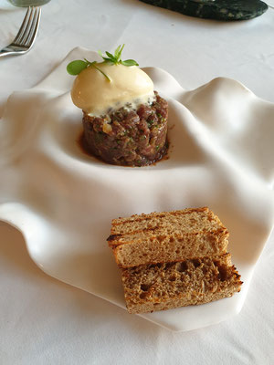Beef Tatar mit Senf Eis