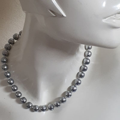 Christian Dior pearl necklace, grey baroque pearls, signed on clasp, 1974. €260