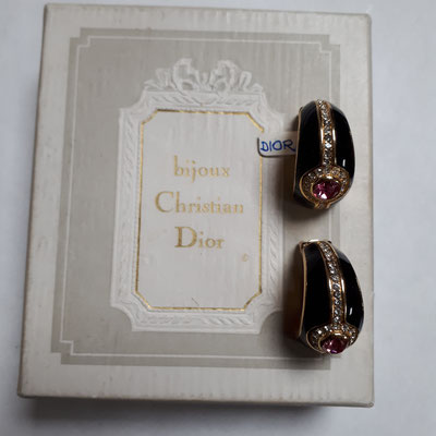Christian Dior clip earrings, black on gold with large pink rhinestones, signed on clip. €160