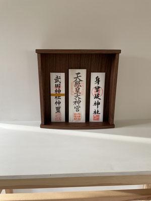 モダンな神棚・お札立て。八ヶ岳の家具工房ZEROSSOのコンパクトでモダンなお仏壇、オーダーメイド家具、キャビネット、オリジナルの茶道具、アート作品。