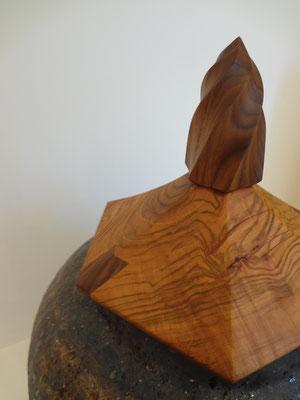 FUTAMONO-YA。陶芸家の森下真吾と木工家の清水泰とのコラボレーションブランド。八ヶ岳の家具工房ZEROSSOの創作家具。