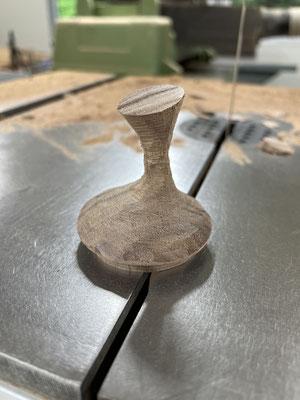 蓋の形成、バンドソーでの削り出し完了。FUTAMONO-YA、陶芸家森下真吾と家具工房ZEROSSOの木工作家清水泰とのコラボレーションブランド。